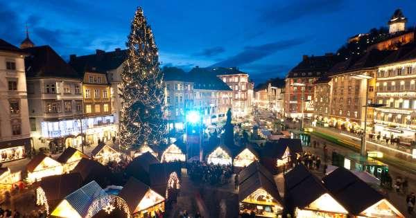 Christkindlmarkt vor dem Rathaus am Hauptplatz (c) Graz Tourismus - Harry Schiffer